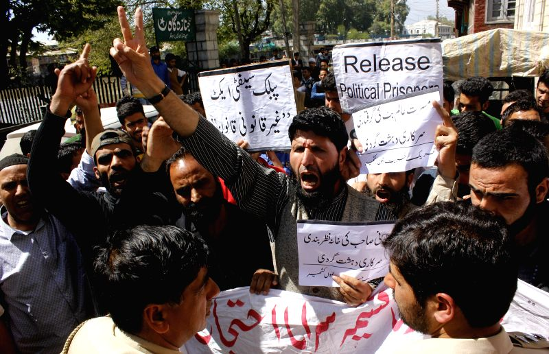 The activists of hardline faction of the Hurriyat Conference stage a demonstration to press for the release of political prisoners in Srinagar, on April 24, 2015.