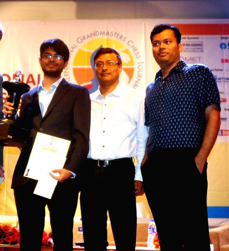 Srinath Narayanan winner of 3rd Kolkata International Open Grandmasters Chess Tournament 2018 with Chess Grand Master Dibyendu Barua and Chess Grand Master Surya Shekhar Ganguly in Kolkata, ...
