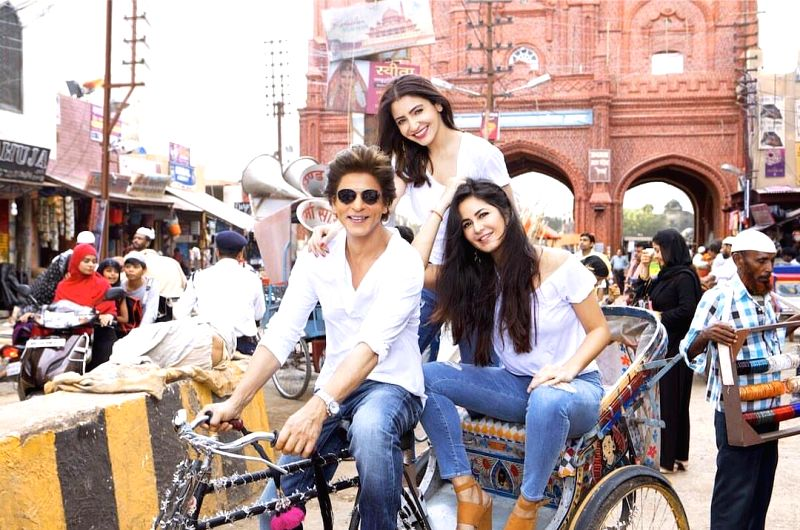 SRK, Katrina, Anushka take rickshaw ride