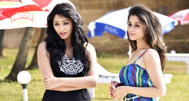 Still Telugu movie `Best Actors` - Main cast ; Nandu, Madhu Nandan, Abhishek Maharshi, Naveed, Madhurima, Kesha, Kriti, Shamili, Bhargavi, Saptagiri, Tagubothu Ramesh, Kumar Sai and others Music : ...