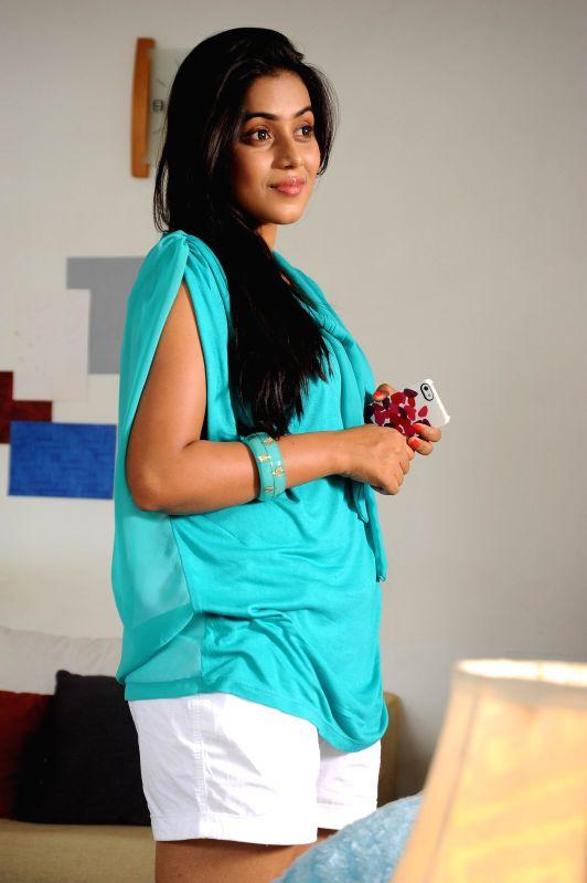 Stills from Telugu film `Nuvvala Nenila`.