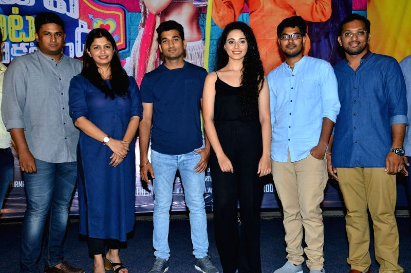 Stills from telugu film 'Pedavi Datani Matokatundi' press meet in Hyderabad.