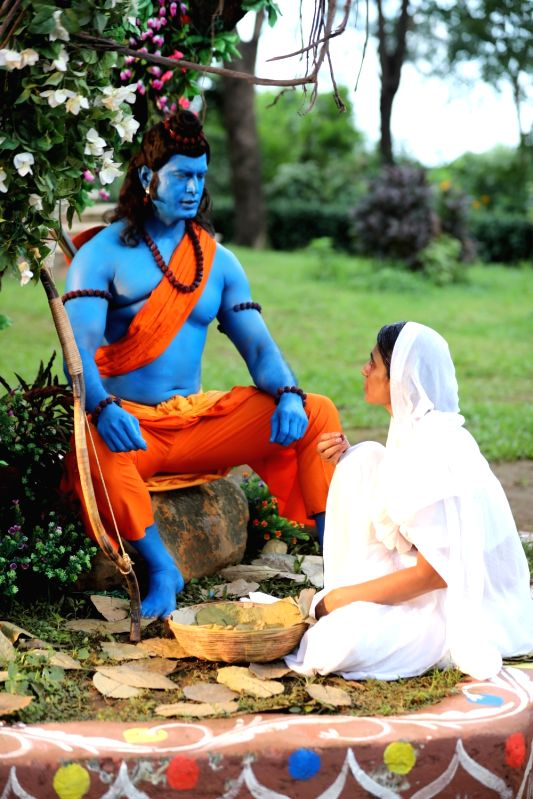 Stills from the song 'Raghupati Raghav'.