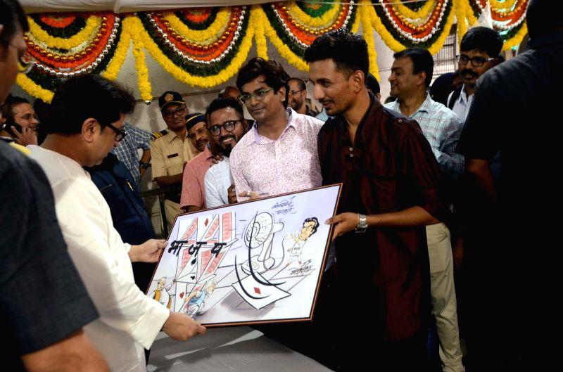 Students greet Maharashtra Navnirman Sena (MNS) President Raj Thackeray with a painting on his birthday at his residence in Dadar, Mumbai on June 14, 2018.