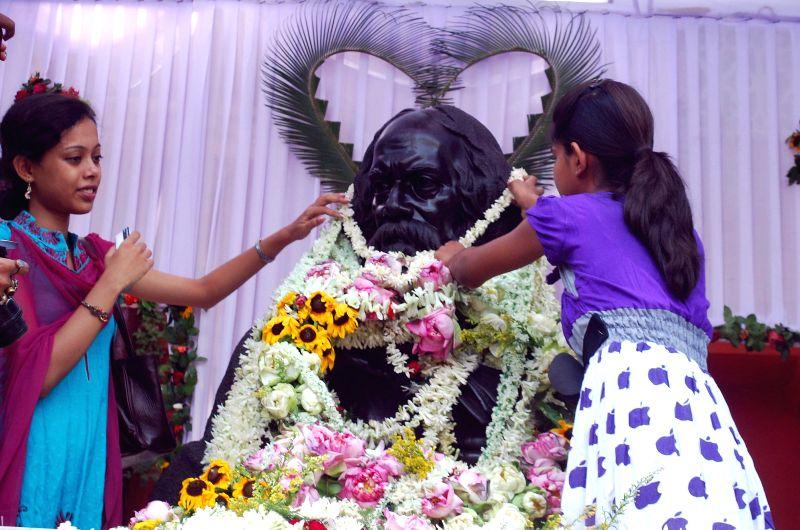 Students of Rabindra Bharati pay tribute to Nobel laureate Rabindranath Tagore's 153rd birth anniversary at Jorasanko Thakur Bari in Kolkata on May 9, 2014.