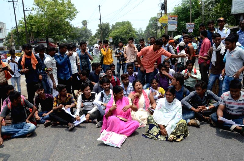 Students stage a demonstration against alleged irregularities in BSEB Intermediate Results in Patna, on June 7, 2018.
