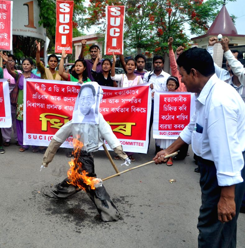 SUCI (C) activists burning the effigy of Assam CM Tarun Gogoi in Guwahati on May 3, 2014, alleging his government's failure in protecting citizens of the BTAD area of Assam.
