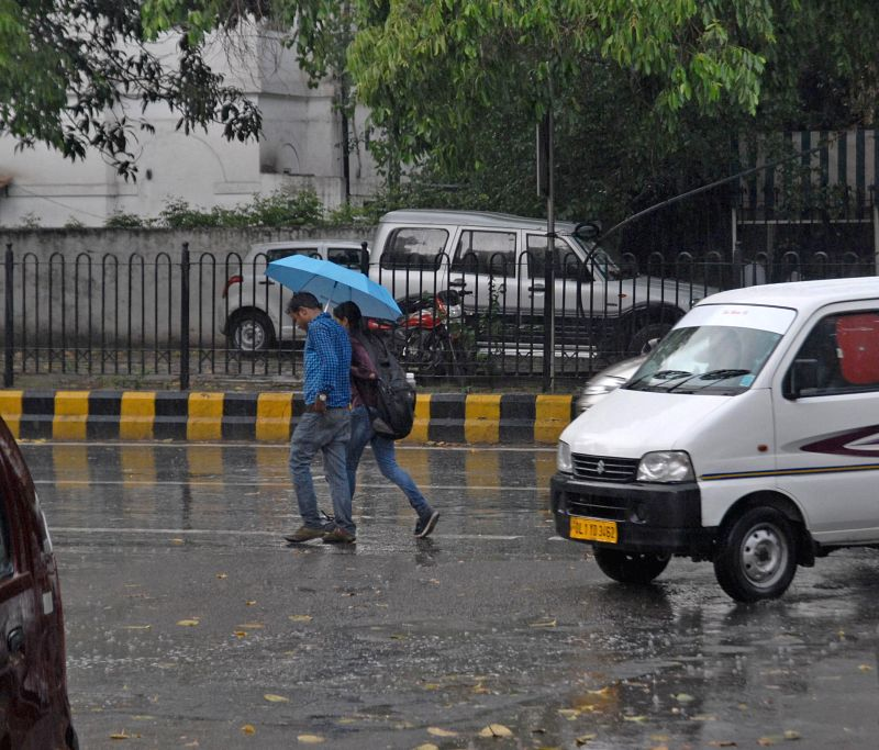 Sudden rain in New Delhi brings down temperature  on  May 5, 2014.