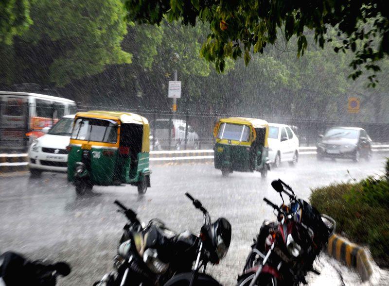 Sudden rain in New Delhi brings down temperature  on  May 5, 2014.