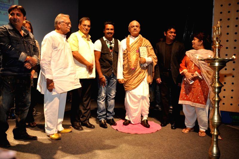 Sukhwinder Singh, Gulzar Saab, Subhash Ghai, A.R.Rahman and Saroj Khan pay tribute to Dadasaheb Phalke at Whistling Woods International. - Sukhwinder Singh and Saroj Khan