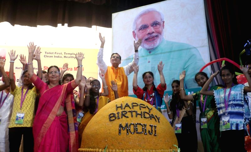 Bindeshwar Pathak celebrates PM Modi's birth day - Narendra Modi and Bindeshwar Pathak
