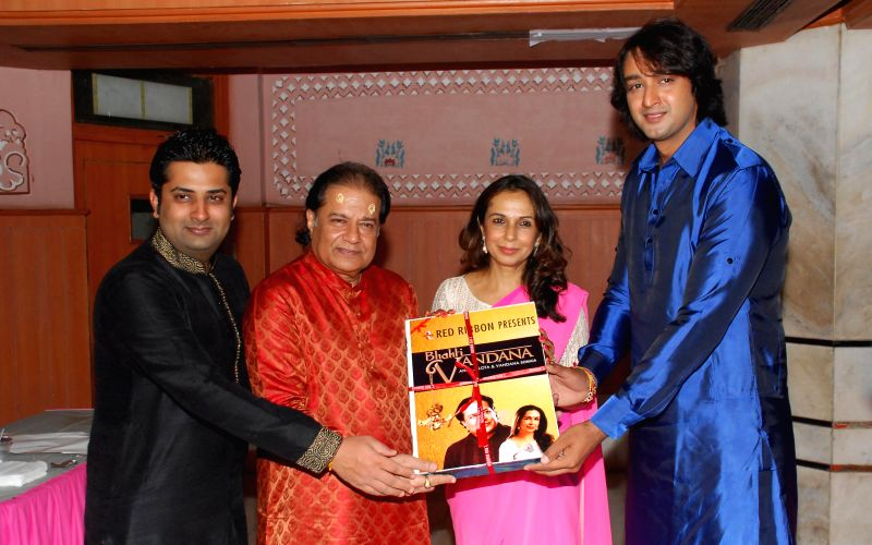 Sumeet Tappoo with Anup Jalota, Saurabh Raaj Jain & Vandana Somaiya during the album launch of Bhakti Vandana in Mumbai, on August 12, 2014. - Saurabh Raaj Jain