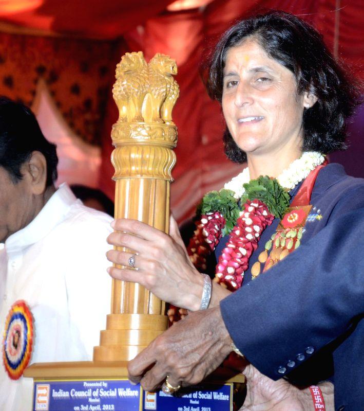 sunita williams in hindi essay