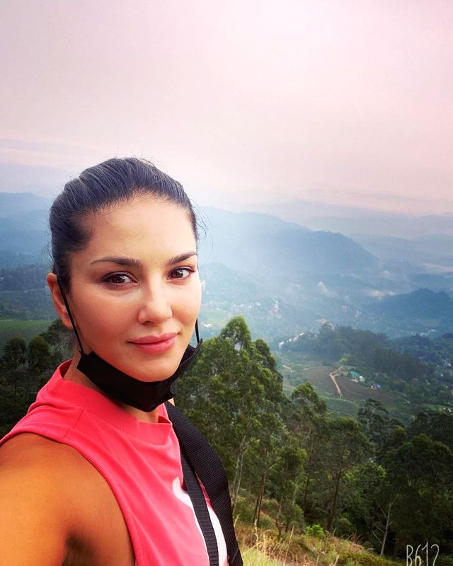 Sunny Leone goes for a morning hike.(photo:instagram)