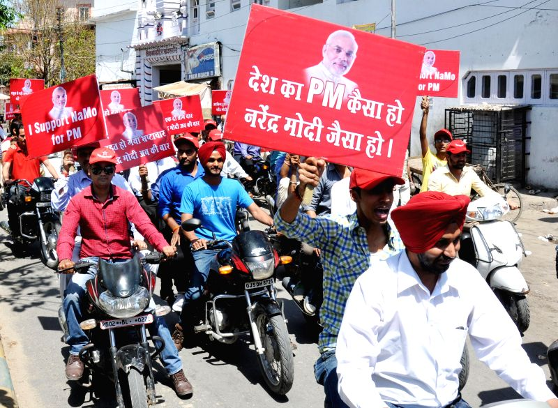 Supporters of BJP Prime Ministerial candidate and Gujarat Chief Minister Narendra Modi participate in a bike rally to campaign for him in Amritsar on April 20, 2014. - Narendra Modi