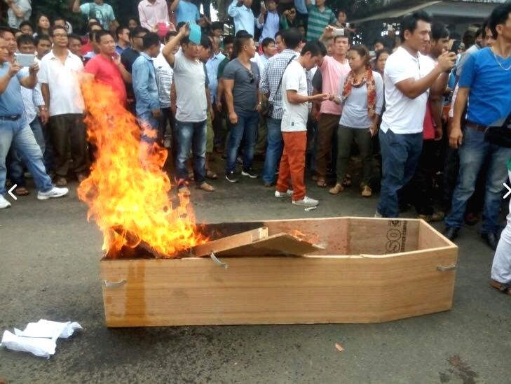 Supporters of former Arunachal Chief Minister Kalikho Pul  who was found hanging from a ceiling fan at his official residence burn a coffin suspecting a foul play in his suicide in Itanagar ... - Kalikho Pul
