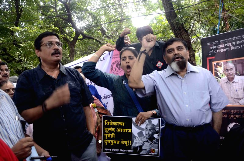 Supporters of Narendra Dabholkar stage a demonstration against government's negligent attitude towards the case on Dabholkar's first death anniversary in Mumbai on Aug 20, 2014.