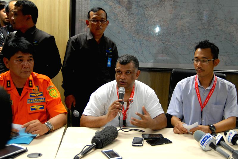 AirAsia group chief executive officer Tony Fernandes (C) speaks during a press conference of the missing AirAsia flight at Juanda Airport, Surabaya, Indonesia, on . - Tony Fernandes