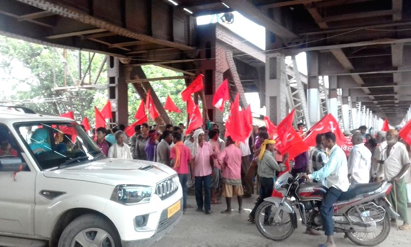 :Suraudha: Left party workers block Koilwar bridge and disrupt road traffic as they stage a demonstration during a shutdown called by the Left parties in Bihar against the rape of 34 minor girls at ...