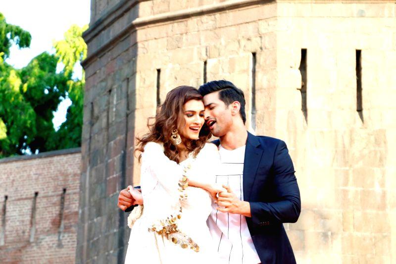 "Sushant Singh and Kriti Sanon during promotions of their upcoming film ""Raabta"" COLORS India Banega Manch in Mumbai on May 25, 2017. - Sushant Singh"