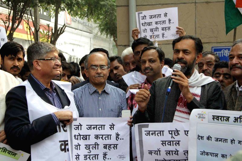 Swaraj Abhiyan leaders Yogendra Yadav and Prashant Bhushan stage a demonstration outside Delhi Assembly, in New Delhi on Nov 30, 2015. - Yogendra Yadav