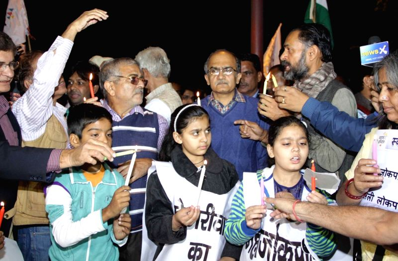 Swaraj Samvad leaders Prashant Bhushan and Yogendra Yadav stage a demonstration  against Delhi Chief Minister Arvind Kejriwal in New Delhi, on Dec 1, 2015. - Arvind Kejriwal and Yogendra Yadav