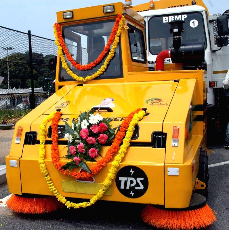 Sweeping machines that were flagged off by Karnataka Chief Minister Siddaramaiah at Vidhan Soudha in Bengaluru, on May 22, 2017. - Siddaramaiah
