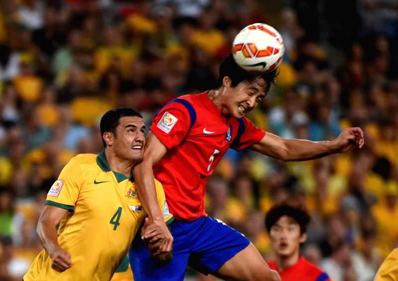 South Korea's Kwak Taehwi (R) and Australia's Tim Cahill vie for a header during the final match at the 2015 AFC Asian Cup in Sydney, Australia, Jan. 31, 2015. ...