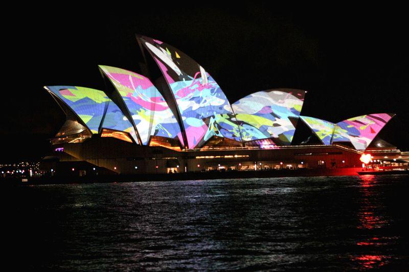 Australia sydney vivid sydney light show for Pool show 2015 sydney