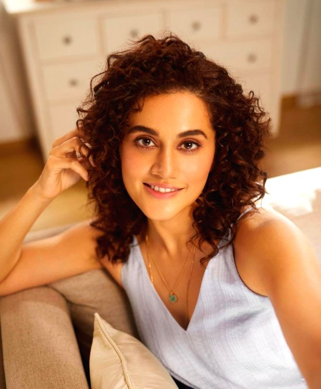 Taapsee Pannu and Sujoy Ghosh share a 'mental' joke