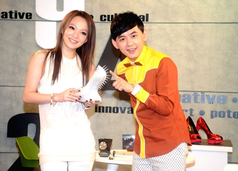 Singer Angela Chang (L) takes part in programing of the 100th episode of Super Artists Design, a talk show anchored by Mickey Huang (R), in Taipei, southeast ...
