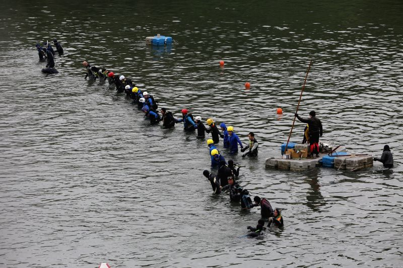 Rescuers search for missing passengers in the Keelung River in Taipei, southeast China's Taiwan, Feb. 6, 2015. Rescuers expanded the search area for the missing ...