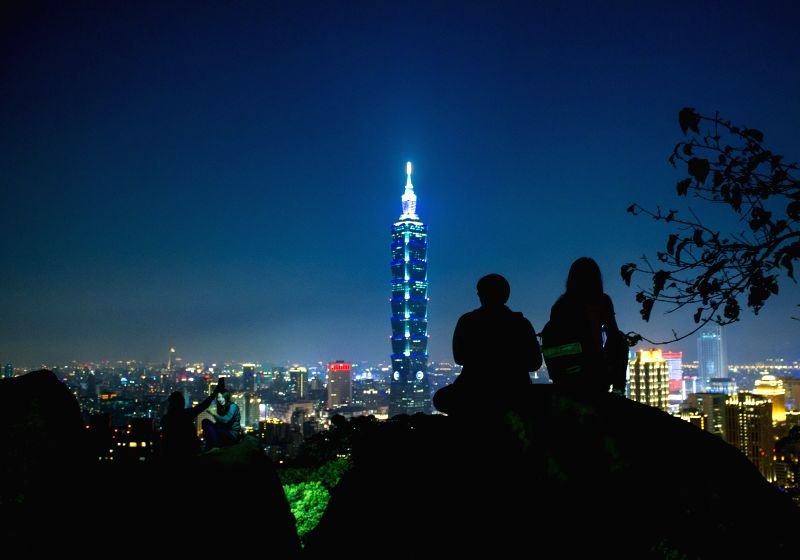 Visitors take photos of the night scenery of Taipei city from Xiangshan Mountain in Taipei, southeast China's Taiwan, Jan. 24, 2015.