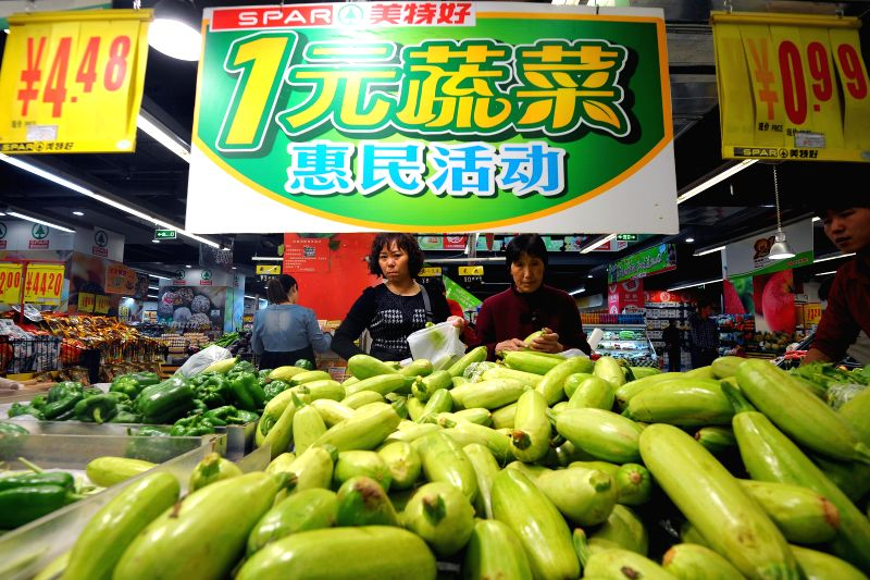 Citizens choose vegetables at a supermarket in Taiyuan, capital of north China's Shanxi Province, April 8, 2014. China's consumer price index (CPI), a main gauge ..