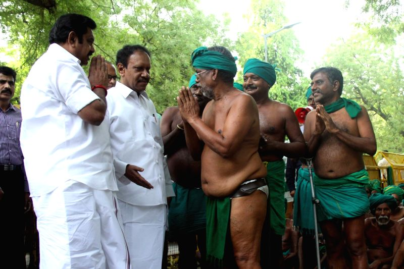 Tamil Nadu Chief Minister Edappadi Palaniswami meets protesting farmers from his state at the Jantar Mantar in New Delhi on April 23, 2017.  In a brief 20 minutes meeting, the chief ... - Edappadi Palaniswami and Narendra Modi