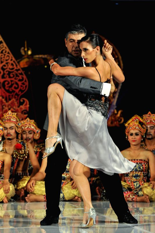 Tango dancers Julio Balmaceda (L) and Virginia Vasconi perform during the Tango in Paradise Festival at Denpasar in Bali, Indonesia, Nov. 28, 2015. Tango in Paradise ...