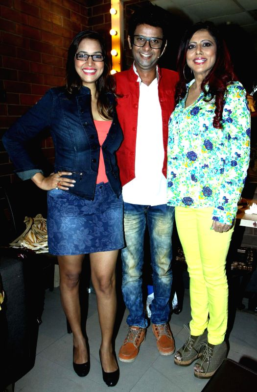 Tanisha, Rehman and Tinaa Ghaai during the stand up comedy show Love,Sex and Politics at Canvas Laugh Club in Mumbai on Thursday, June 19, 2014.
