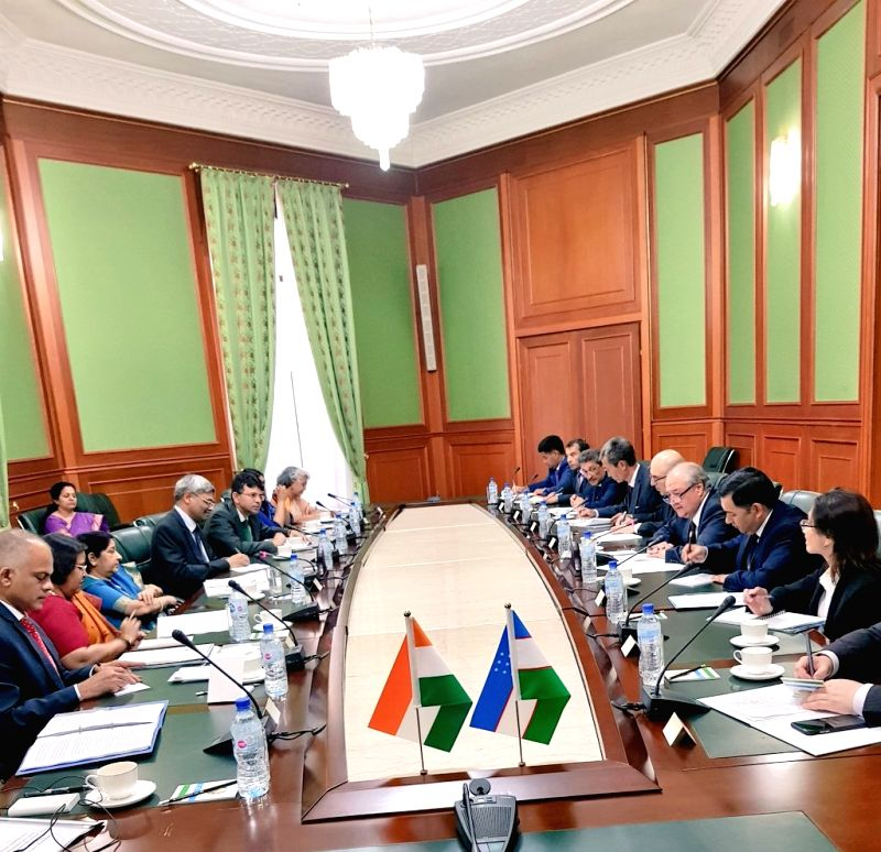 Tashkent: External Affairs Minister Sushma Swaraj and and her Uzbek counterpart Abdulaziz Kamilov during a delegation level talks in Tashkent, Uzbekistan on Aug 4, 2018. - Sushma Swaraj