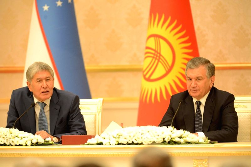 TASHKENT, Oct. 6, 2017 - Uzbek President Shavkat Mirziyoyev (R) and visiting Kyrgyz President Almazbek Atambayev attend a press conference in Tashkent, capital of Uzbekistan, on Oct. 5, 2017.
