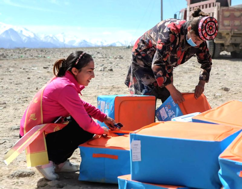 TAXKORGAN, May 13, 2017 - Rescuers distribute relief materials to children at a temporary kindergarten of an emergency shelter in Quzgun Village of quake-hit Taxkorgan County, northwest China's ...