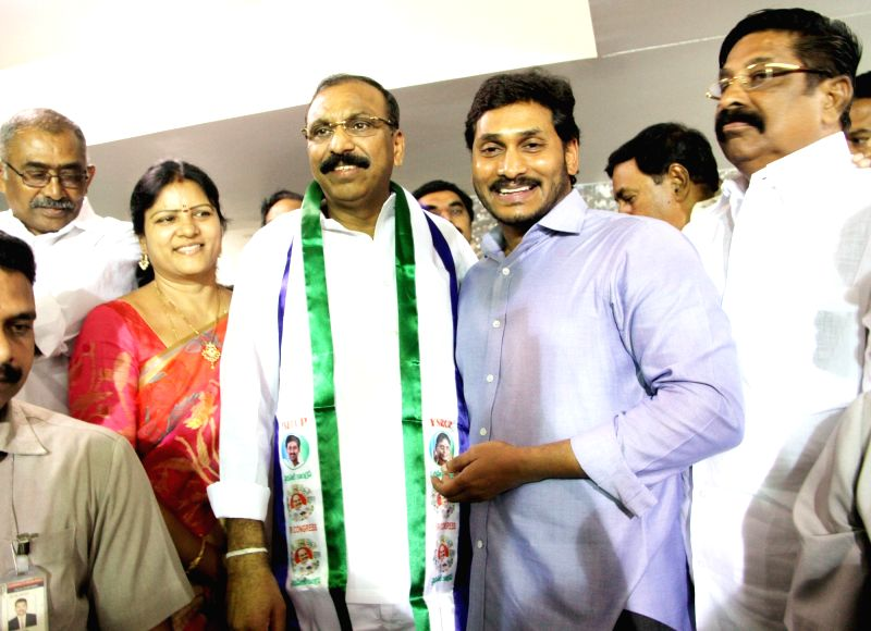TDP leader Shilpa Mohan Reddy joins YSRCP in presence of party chief YS Jaganmohan Reddy in Hyderabad, on June 14, 2017. - Shilpa Mohan Reddy and Jaganmohan Reddy