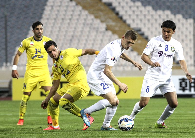 Kameleddin Kamyabinia (L Front) of Iran's Naft FC vies with Alexandr Merzl Yakov (R Front) of Uzbekistan's Pakhtakor during the Asian Champions League Group B ...