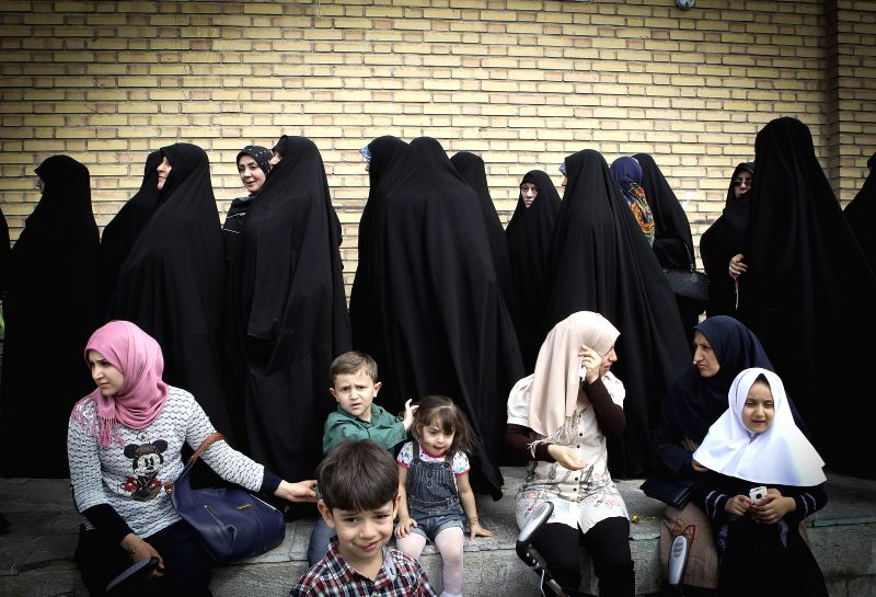 Iraqi women living in Iran line up to vote at an overseas polling station for Iraq's parliamentary elections in southern Tehran, Iran, April 28, 2014. Iraqi ...