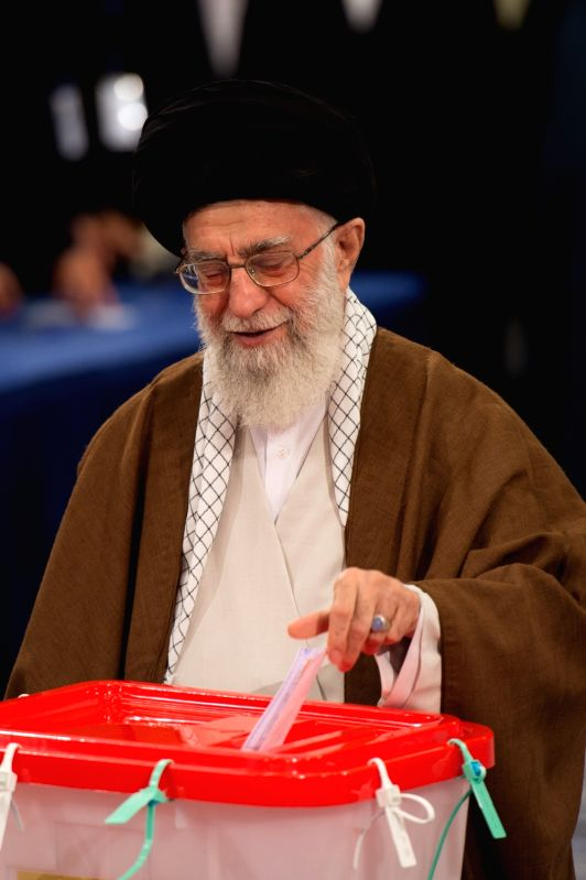 TEHRAN, May 19, 2017 - Iranian Supreme er Ayatollah Ali Khamenei casts vote in the presidential election at a polling station in Tehran May 19, 2017. Iran held the presidential election on Friday.