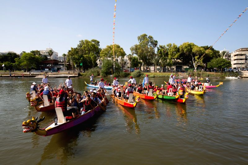 TEL AVIV, May 30, 2017 - Rowers get ready for the dragon boat festival at Daniel rowing center in Tel Aviv, Israel on May 30, 2017. Some 400 rowers took part on Tuesday in Tel Aviv's fourth dragon ...