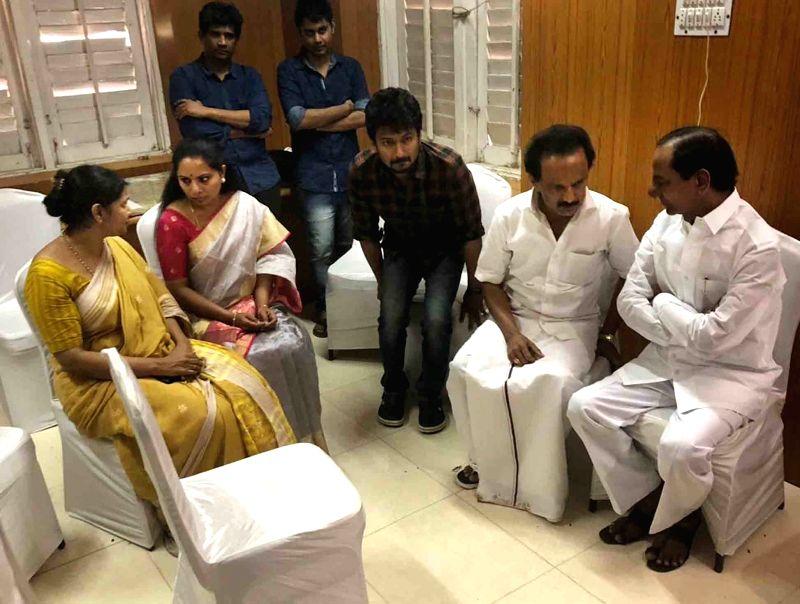 Telangana Chief Minister K. Chandrasekhar Rao and his daughter K. Kavita console late DMK President M. Karunanidhi's children M.K. Stalin and Kanimozhi, in Chennai on Aug 8, 2018. - K. Chandrasekhar Rao