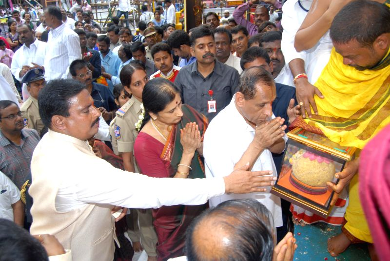 Telangana Governor ESL Narasimhan worships lord Ganesh during Ganesh Festival in Hyderabad on Aug 29, 2014.