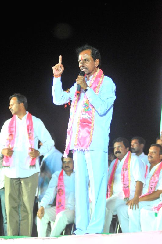 Telangana Rashtra Samithi (TRS) chief K Chandersheker Rao addresses during a party meeting in Nalgonda district of Andhra Pradesh on April 14, 2014. - K Chandersheker Rao