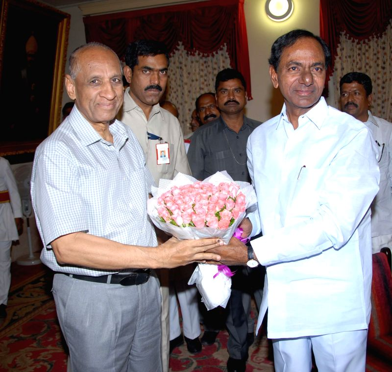 Telangana Rashtra Samithi (TRS) chief K Chandersheker Rao during a meeting with Andhra Pradesh Governor E S L Narasimhan at Raj Bhavan in Hyderabad on May 18, 2014. - K Chandersheker Rao