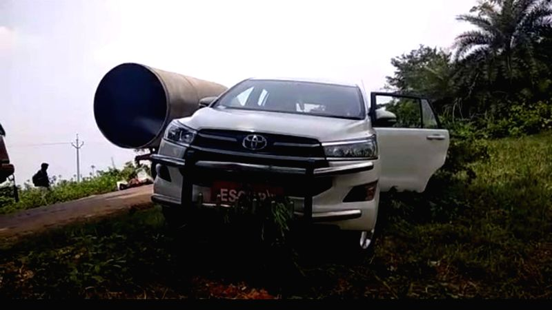 Telangana Speaker S Madhusudanachary's vehicle that had a narrow escape after a lorry collided with it in Telangana's Jayashankar Bhupalpally district on June 9, 2018. The Speaker's ... - S Madhusudanach